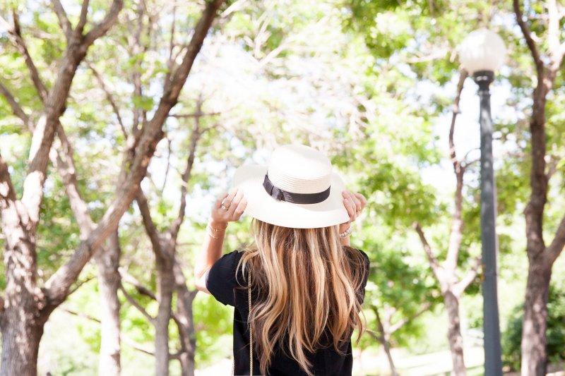 boater-hat-fashion-blogger-drew-bag