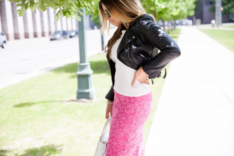 pink-lace-pencil-skirt-fashion-blogger