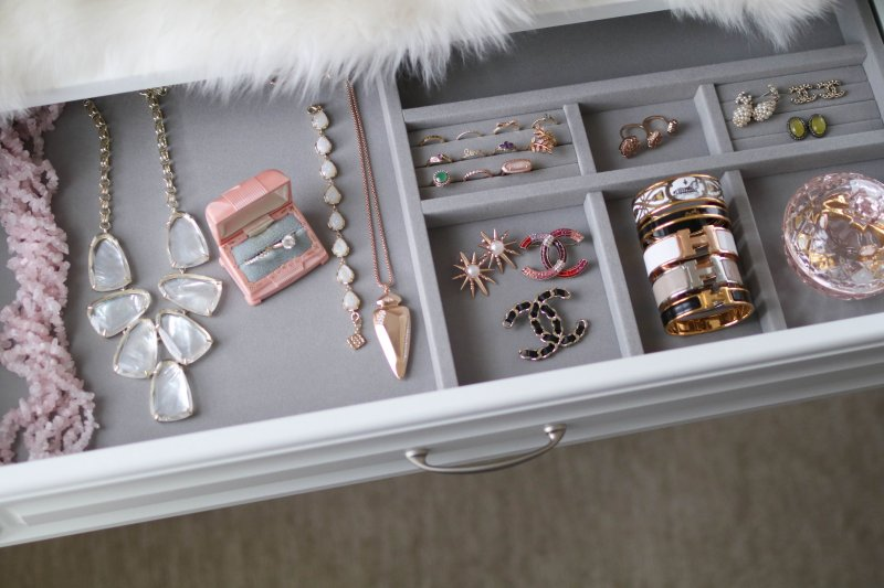 jewelry-drawer-organization
