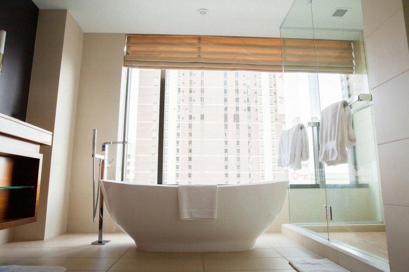 four-seasons-denver-bathroom