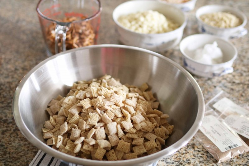 white-chocolate-snack-mix