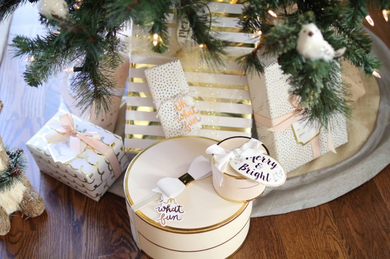 blush-gold-gift-wrap-theme