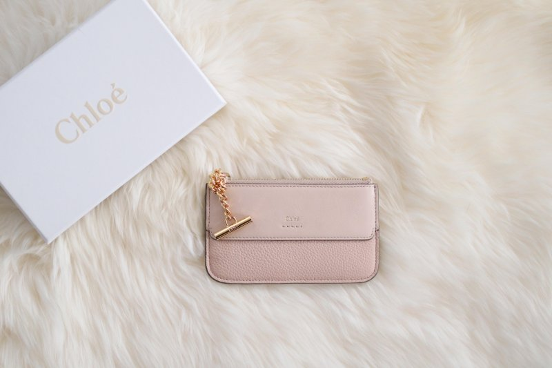 chloe-card-case-giveaway