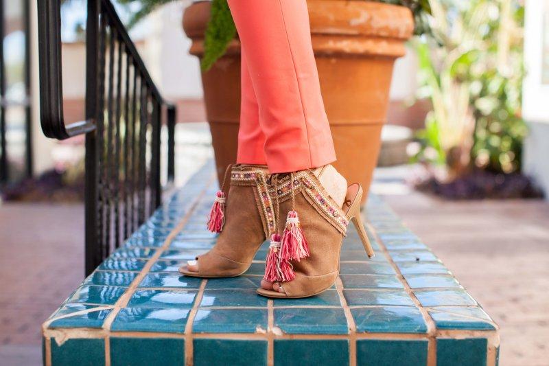 beachy-tassel-sandals