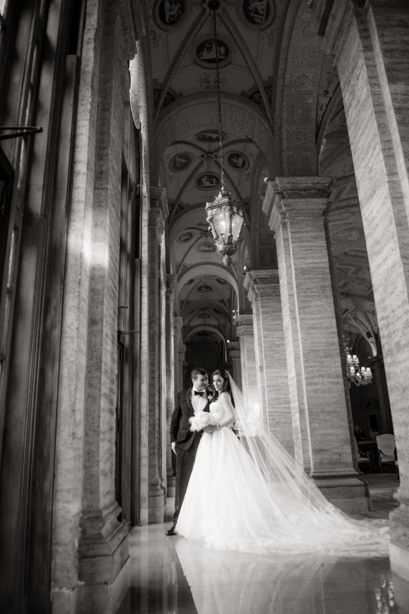 vera wang lace wedding gown