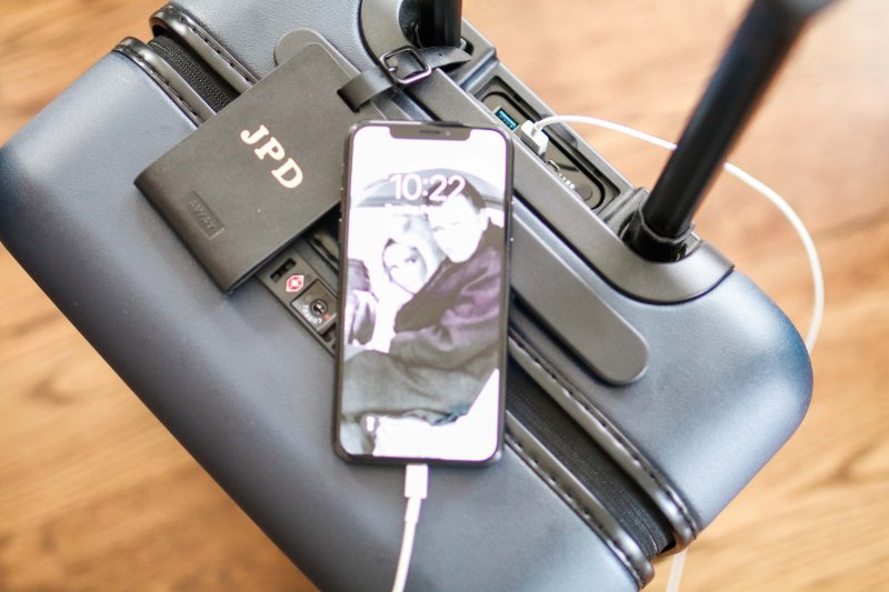 charging suitcase